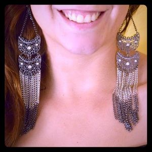 Jewelry - long dangly earring black silver links & filigree